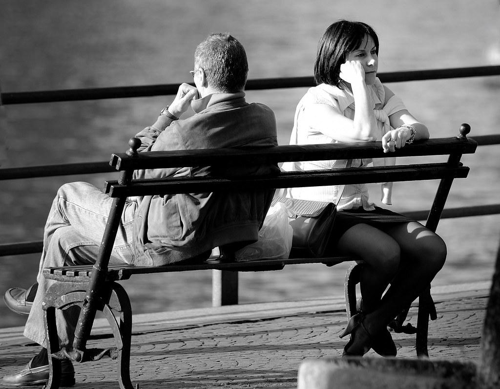 Mann körpersprache sitzhaltung Männer &